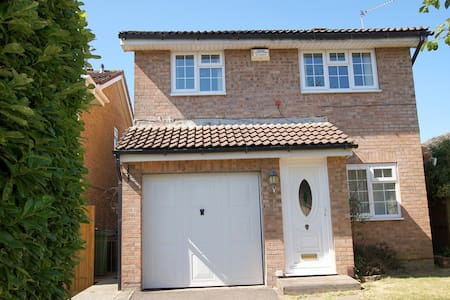 Cardiff - spacious detached house on outskirts