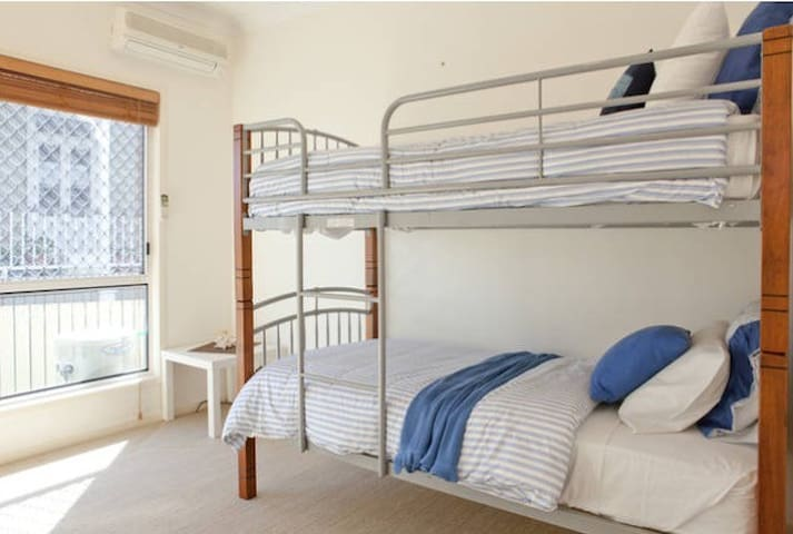 Comfortable home away from home - Morningside - Talo