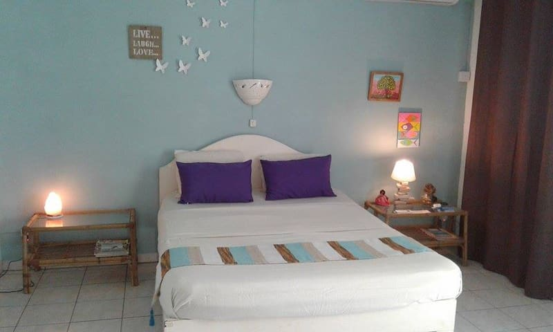Chez Jaz&Val aircon room:beach 100m - Blue Bay - Hus