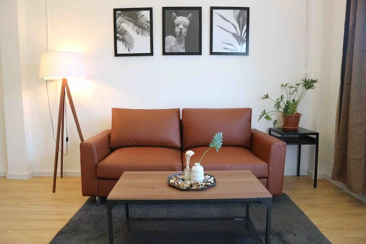 Cozy and clean contemporary apartment @S21 Museum