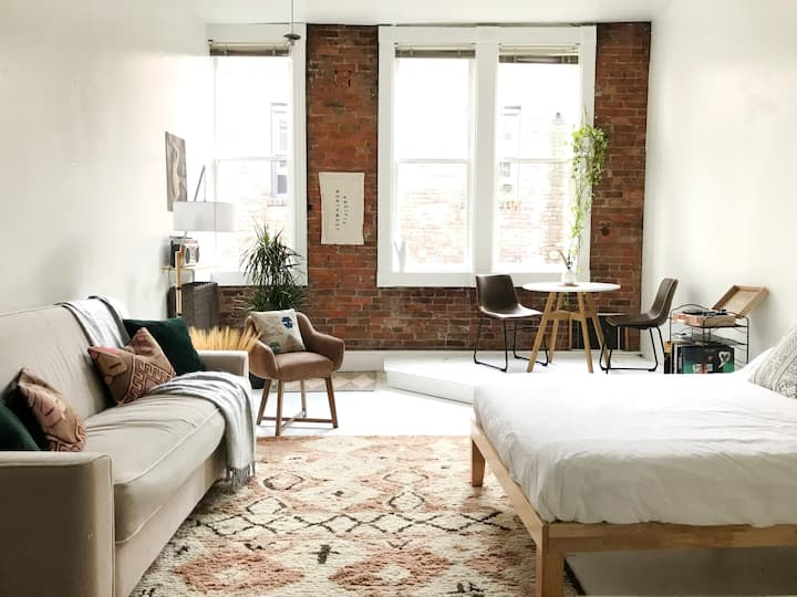 Historic Studio Loft in Downtown Seattle