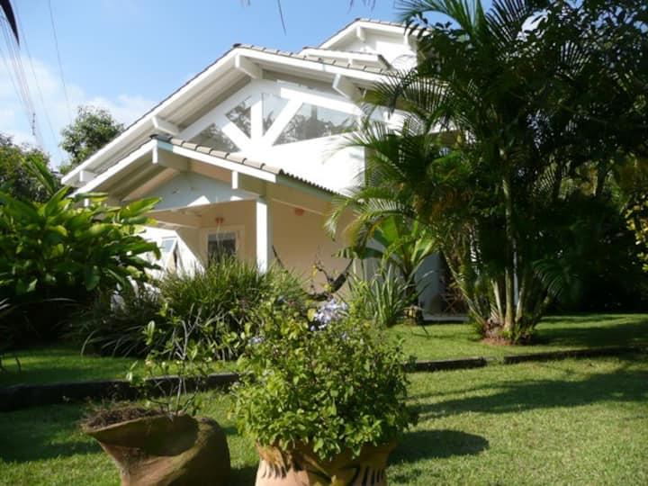 Casa moderna na praia de Paúba, litoral norte SP