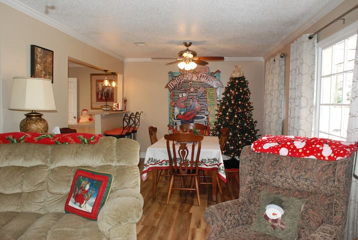 Long Beach Lodge - Holiday Ready 4 BR in Downtown