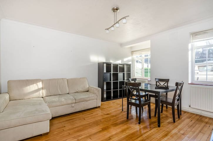 Bright Spacious One Bedroom Flat - Greater London - Lejlighed