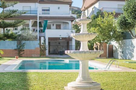 R51 Bonita casa adosada con gran piscina privada - Calafell - Casa