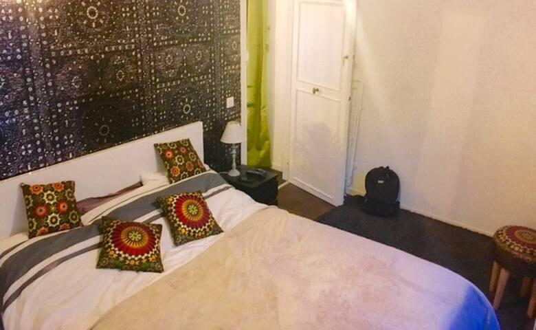 Chambre confortable centre