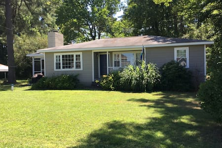 Chesapeake Bay Beach Cottage - Reedville - House