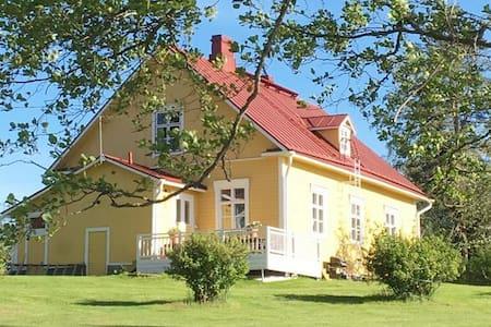 Lovely Villa Rantala located on a lake