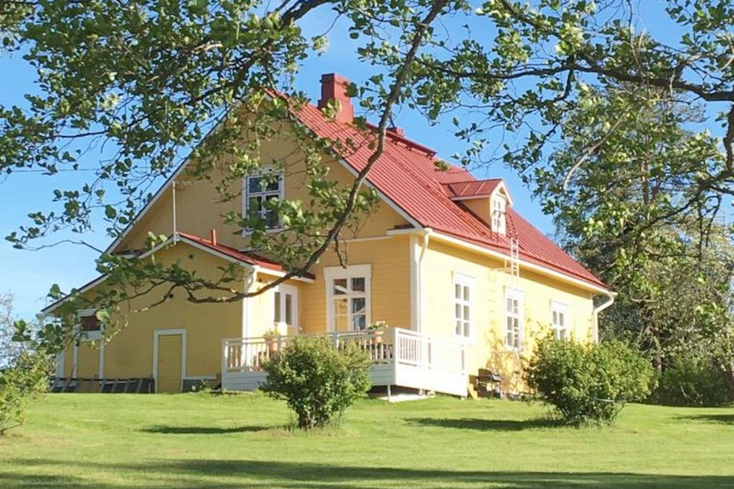 Lovely Villa Rantala located on Leskijärvi lake