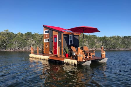 The Happy Crabby - Floating Tiny Home in Paradise