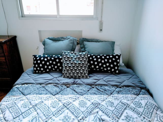 Madrid centro, habitación doble con Sofá cama.