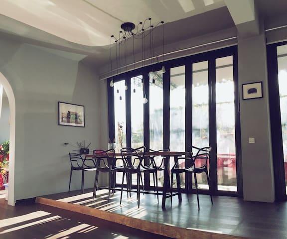 大理苍山脚下有花有猫的小院子,有桌球,有麻将,有蓝天之双床标间 - Dali - Lägenhet