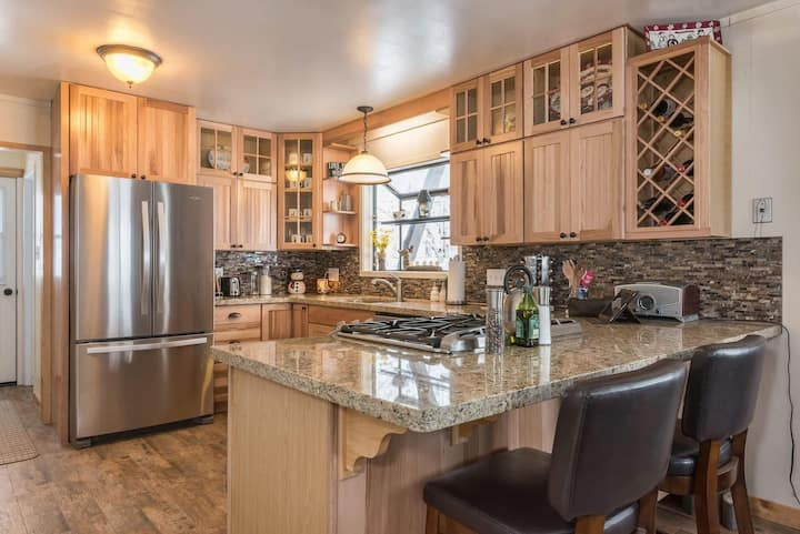 Tahoe Tyme Cabin Walking Distance to town!