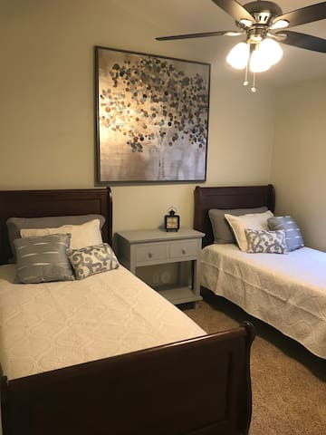 Bedroom 3 (twins)