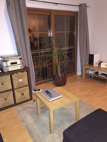 Room with king size bed in clean house - Belfast - Apartment