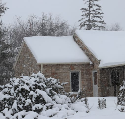 Water Dragon Inn - a Cozy Stone Cottage on 5 Acres
