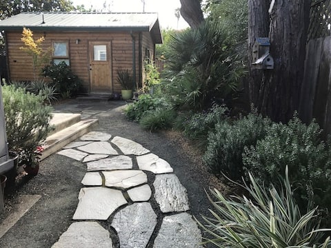 Cozy backyard cottage