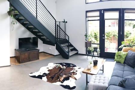 Urban Oasis 1 Bedroom Loft - Seattle
