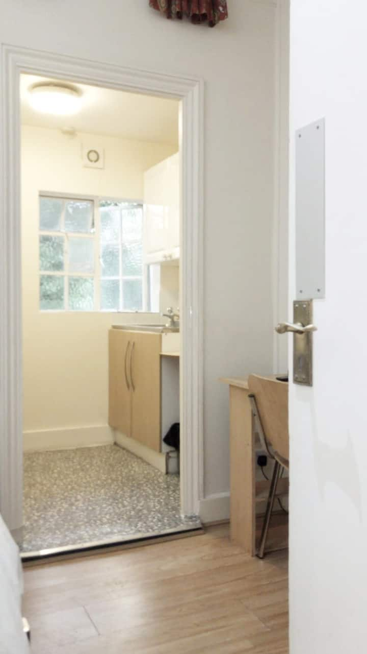 Earl's Court 4 - single room with private shower