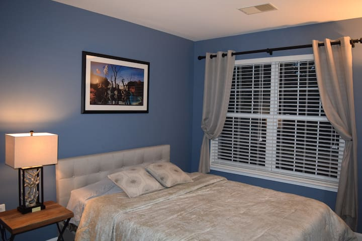 Private Room & Bath - Quiet Townhouse Neighborhood - Ashburn