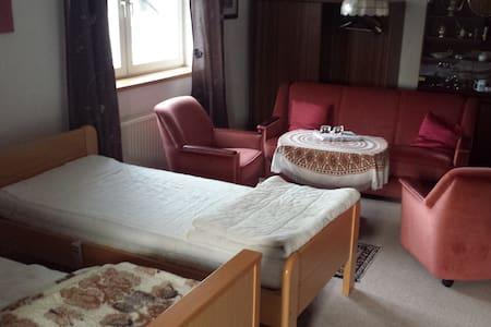 Gästewohnung bis zu 5 Personen 10 km  bis Messe
