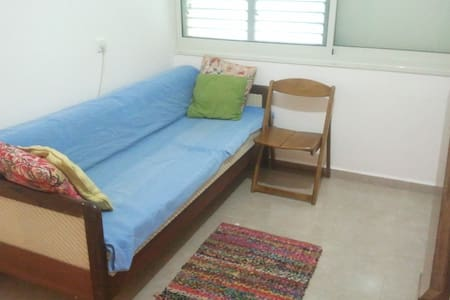 bedroom in quiet neighborhood - Nesher - Lakás