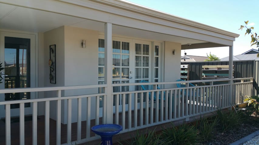 2 bedrooms for the price of one!30 mins to airport - Southern River - House