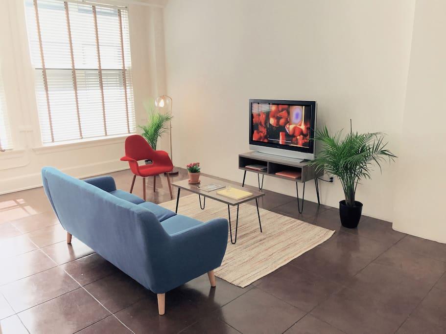 Spacious minimalist home in los angeles lofts for rent for Minimalist house los angeles