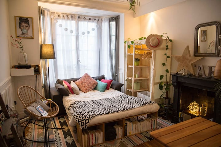 Cool comfortable studio next to the Sacred Heart! - Professional Cleaning