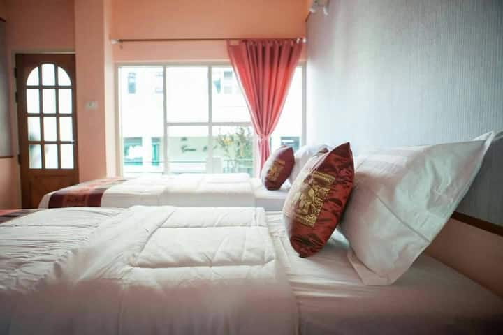 Cozy hotel 30 min away from airport