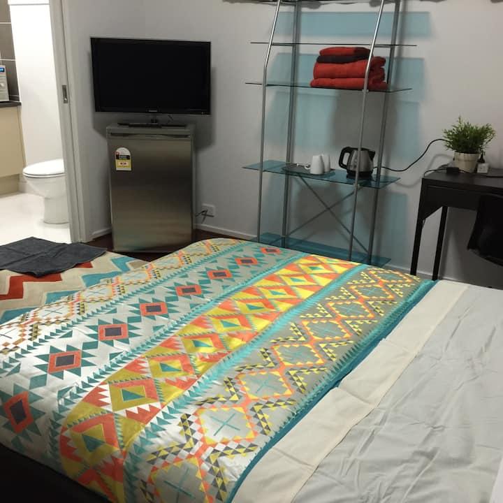en suite, fully furnished, spacious *C