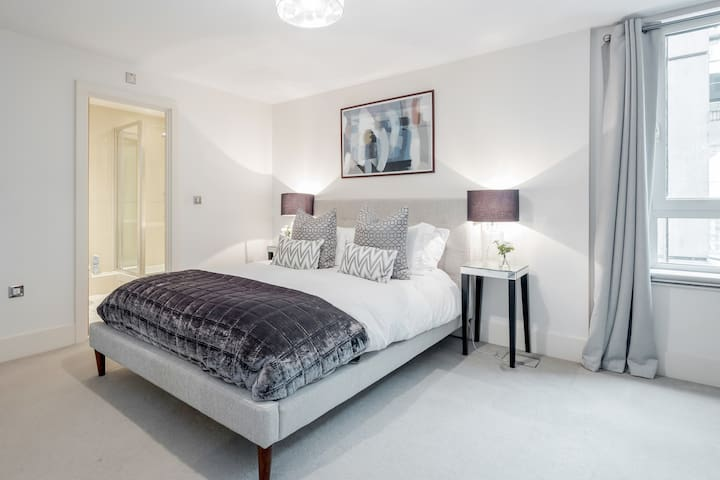 Perfect London Staycation rental on River Thames