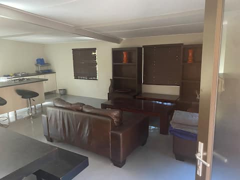 Flatlet , very private and secure