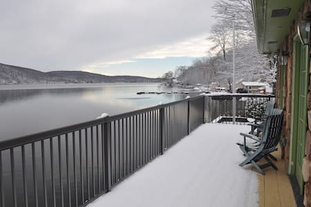 Lakefront 3 Br- Cozy Winter Escape - Greenwood Lake