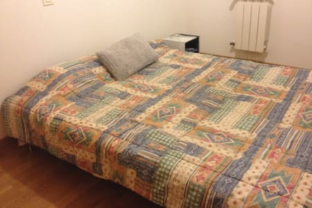 Habitación con cama de matrimonio - Rivas-Vaciamadrid - Hus