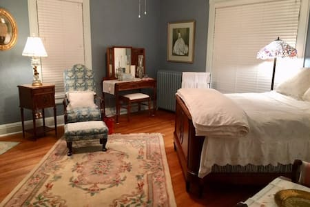 Private room in Victorian home (Blue Room)