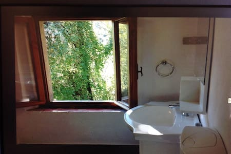 HOUSE WITH LOVELY MOUNTAIN VIEWS - Borgo a Mozzano - House - 1