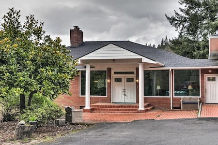 NEW! Charming Kelso Home Close to Cowlitz River!