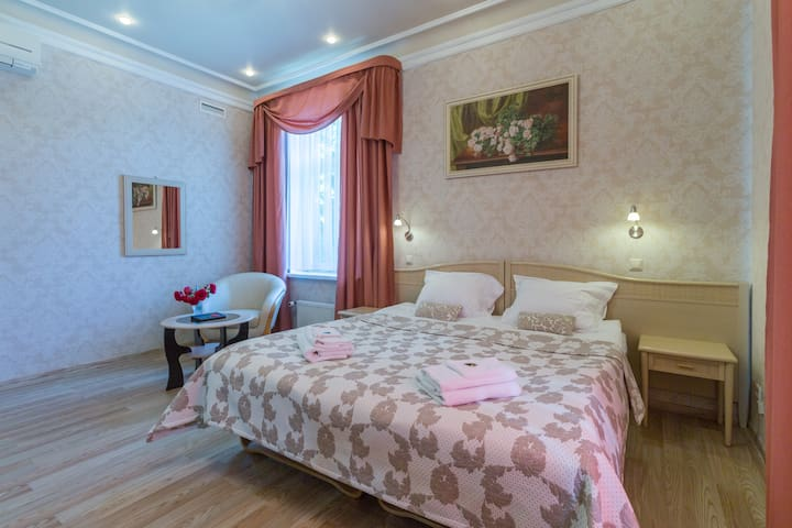 Double/Twin Room with Balcony-Boutique Hotel Roze2