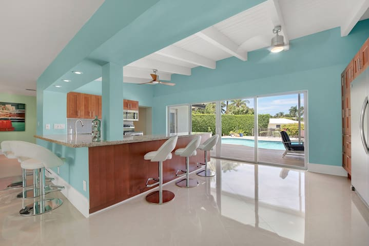 Modern Luxury Delray Beach Waterfront Pool Home