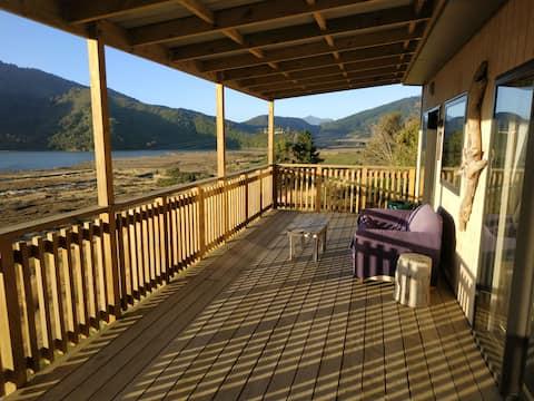 Whare kotare - Kingfisher Cabin