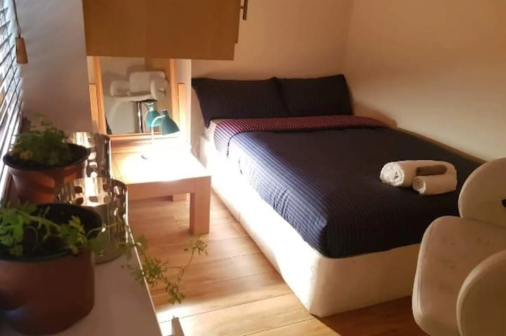 Hogan Place Cozy Bedroom