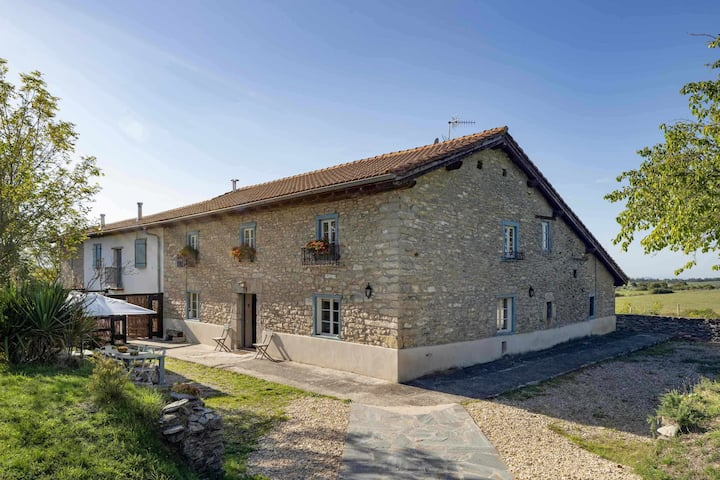 Ulle Gorri  Basque   Farmhouse