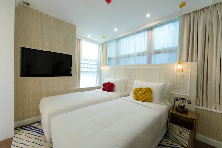 TNL Stylish Twin Bed near MongKok , 1 Min to MTR