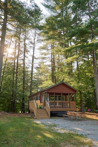 Lake George Escape Cabin Premium - R312