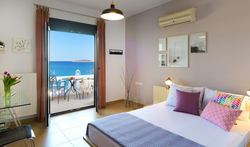 Just the two of us! A studio with unique sea view - Agios Nikolaos - Apartemen