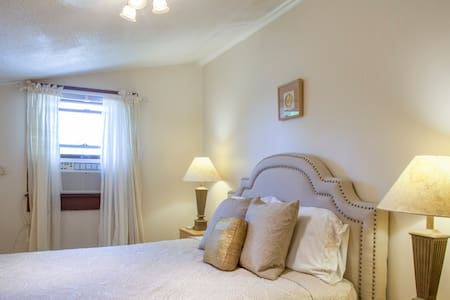 Sweet Country 3 Bedroom Apartment, Coddington Road