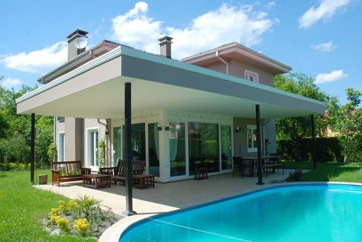 Den Design Houses 9/4 Sapanca Kırkpınar