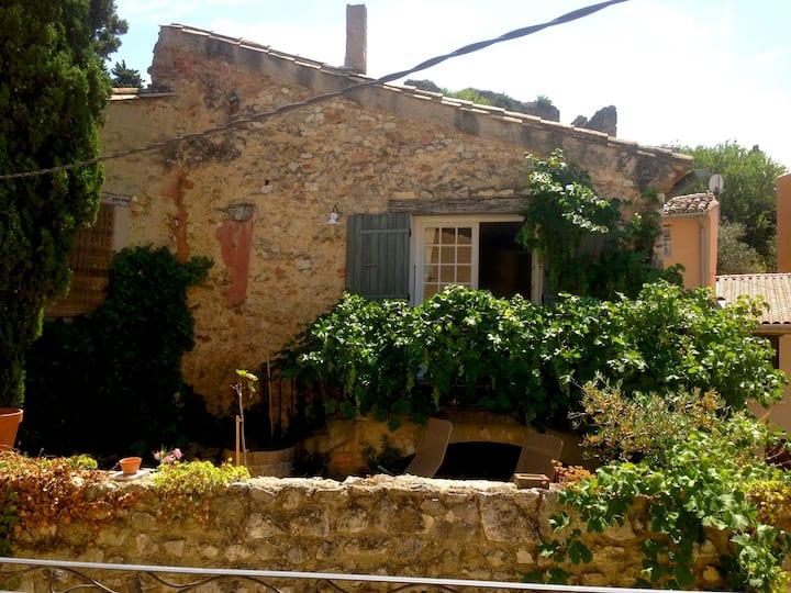 Beautiful natural stone house in Gigondas
