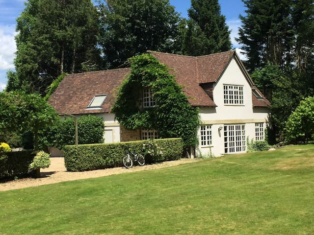Beautiful South Down's cottage w/ gate to S. Downs - West Sussex - House